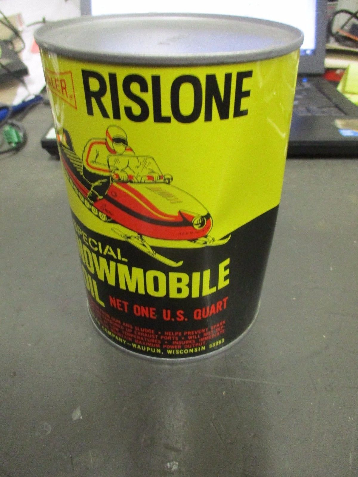 Primary image for DAMAGED/DENTED FULL VINTAGE RISLONE SNOWMOBILE OIL OLD 1965 1QT METAL CAN SHALER