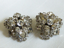 VTG Silver Tone Clear Crysatal  Rhinestones Floral cluster clip on Earrings - $25.34