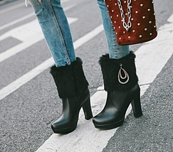 83B007 elegant buckles & pearl chain snow booties US Size 4-8.5, black - $1.136,57 MXN