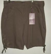 VTG GLORIA VANDERBILT Embellished Brown Bermuda Shorts NWT - $15.83
