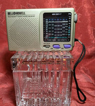 Vintage 9 BAND World Radio By Bell and & Howell image 8