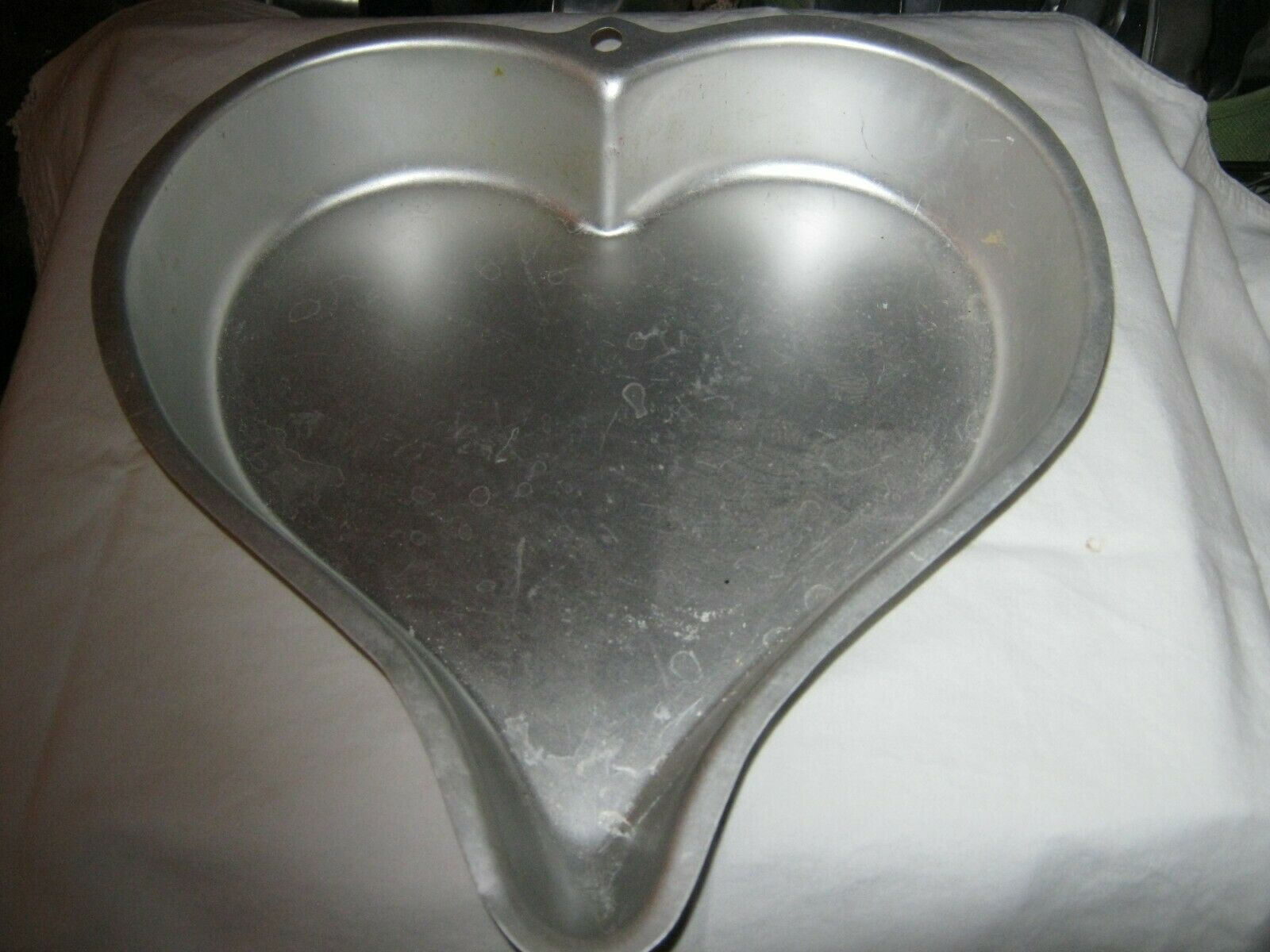 Primary image for Wilton Sweetheart Cake Pan (2105-1197)