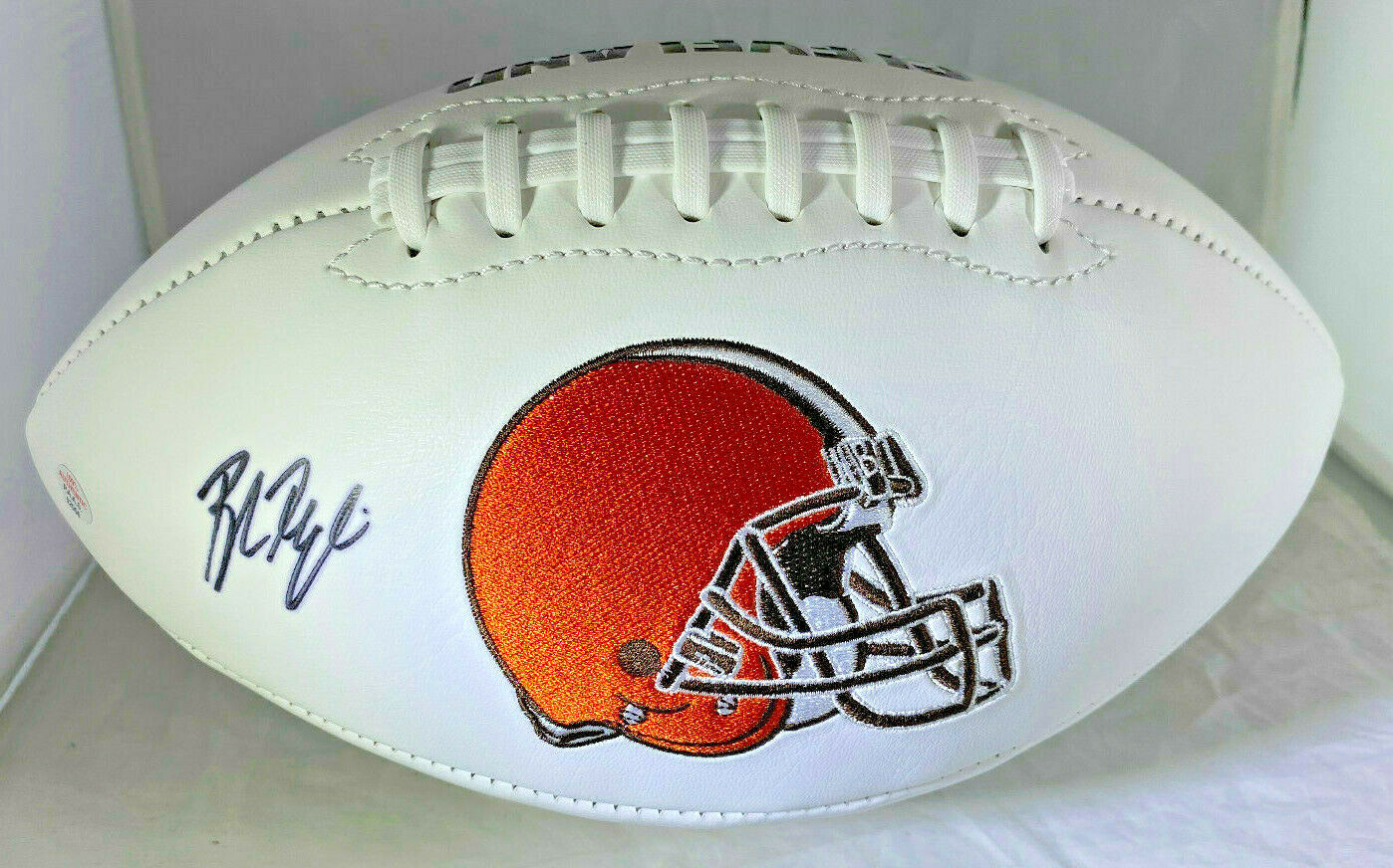 BAKER MAYFIELD / AUTOGRAPHED CLEVELAND BROWNS LOGO WHITE PANELED FOOTBALL / COA
