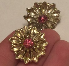 +VTG 50s Screw Back Earrings~ Gold Tone Flowers w/Deep Pink Rhinestone Centers image 4