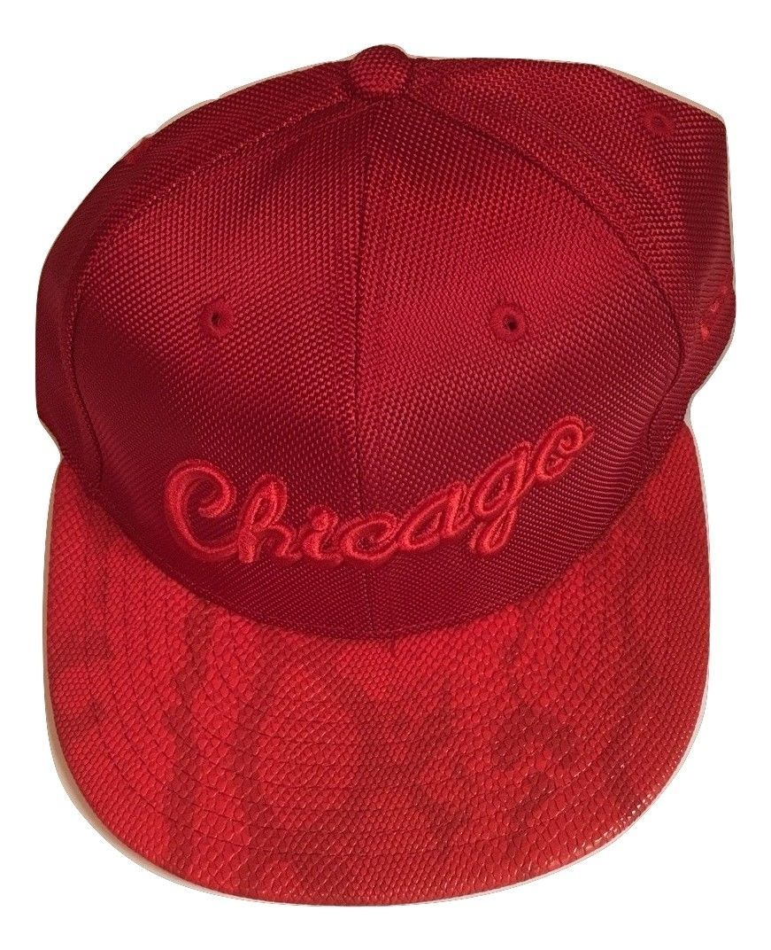 New NWT Chicago Bulls New Era 59Fifty HWC Sneak Up Red Size 7 Fitted Cap Hat