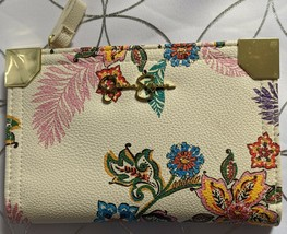 New Jessica Simpson Woman's Wallet, White Floral Color - Gold-Toned Hard... - $9.70