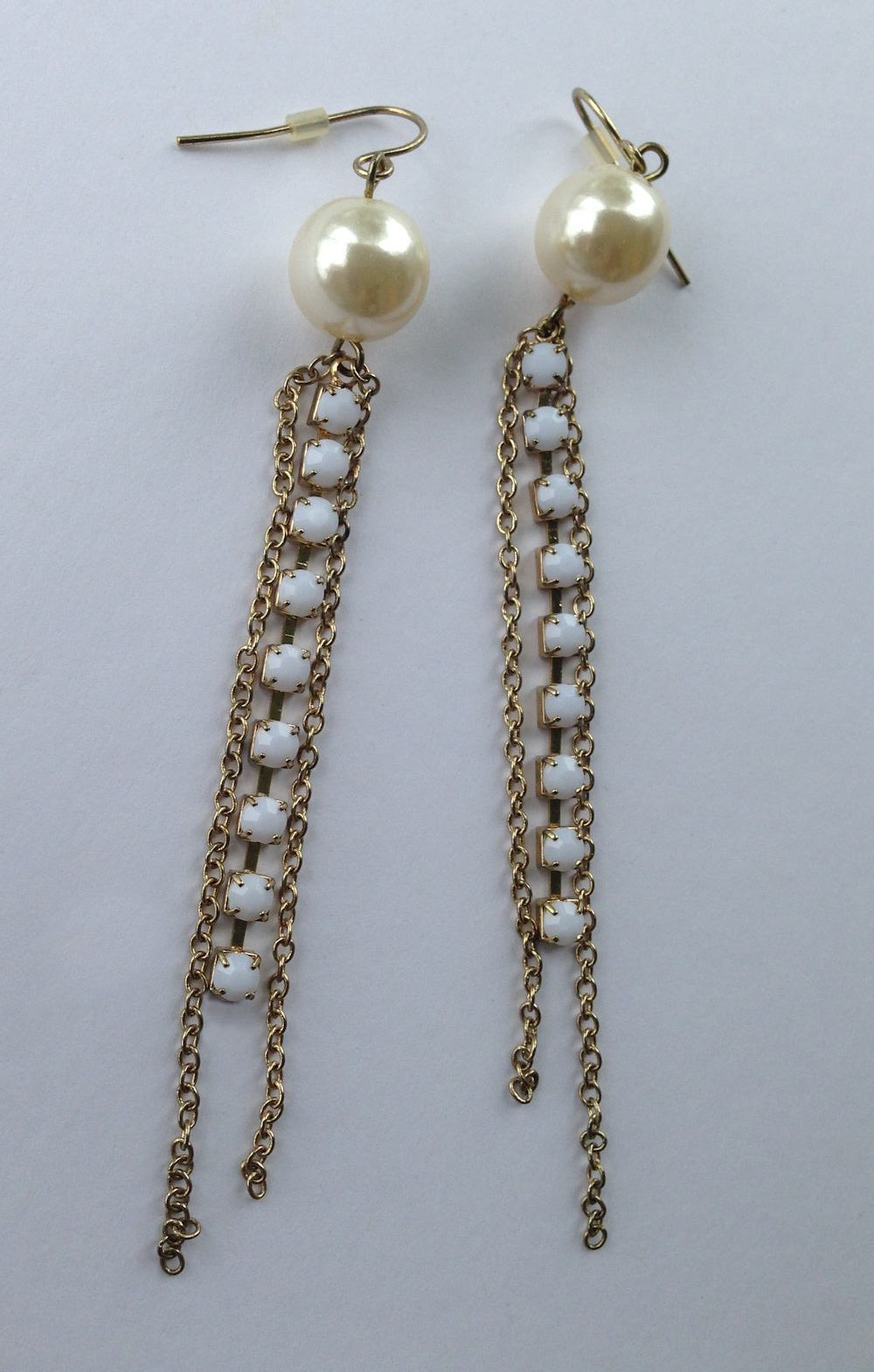 VTG Gold Chain Pearl Bead/White Opaque Rhinestones Long Dangle Pierced Earrings image 2