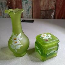 Vtg  Westmoreland Satin Green Mist Daisy Victorian Trinket Jewel Box #275 & Vase - $24.45