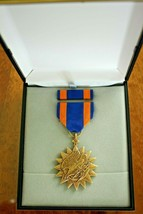 USN US I/A NAVY & FLEET MARINES UNISSUED CASED USAF AIR FORCE AIR MEDAL ... - $44.54
