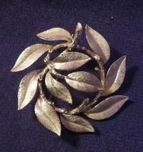 """Vintage Signed Lisner Gold Tone Brooch Or Pin 2"""" L Leaves - $14.36"""
