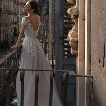 Elegant Vintage Glitter Tulle Lace Appliques Sheer Illusion Princess Wedding Dre image 3