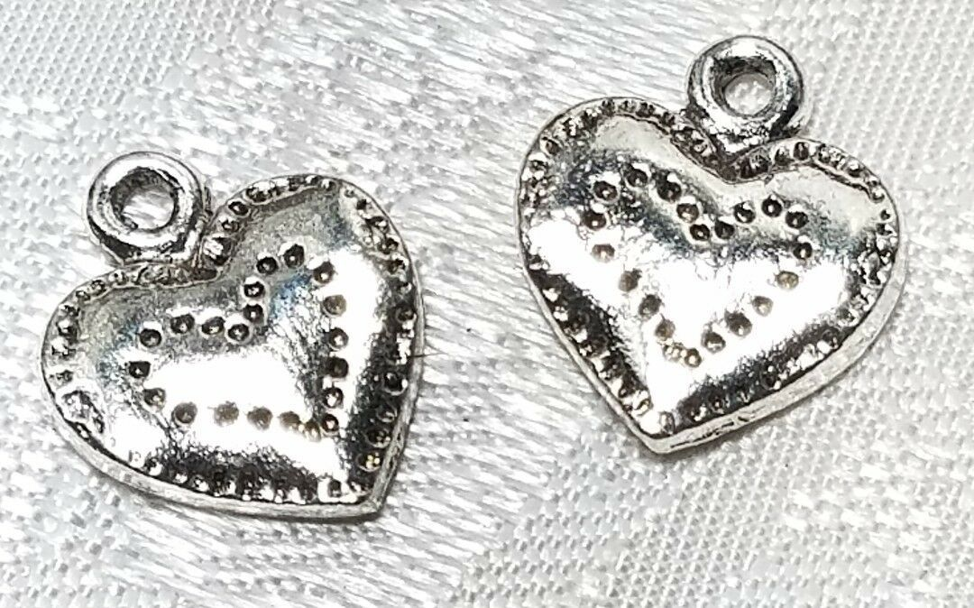 HEART STRIPPLED DESIGN FINE PEWTER PENDANT CHARM 11mm L x 13mm W x 2mm D