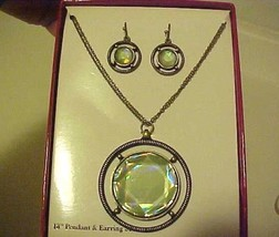 Necklace & Pierced Earrings Faceted Green Medallion New Boxed Set  - $12.38