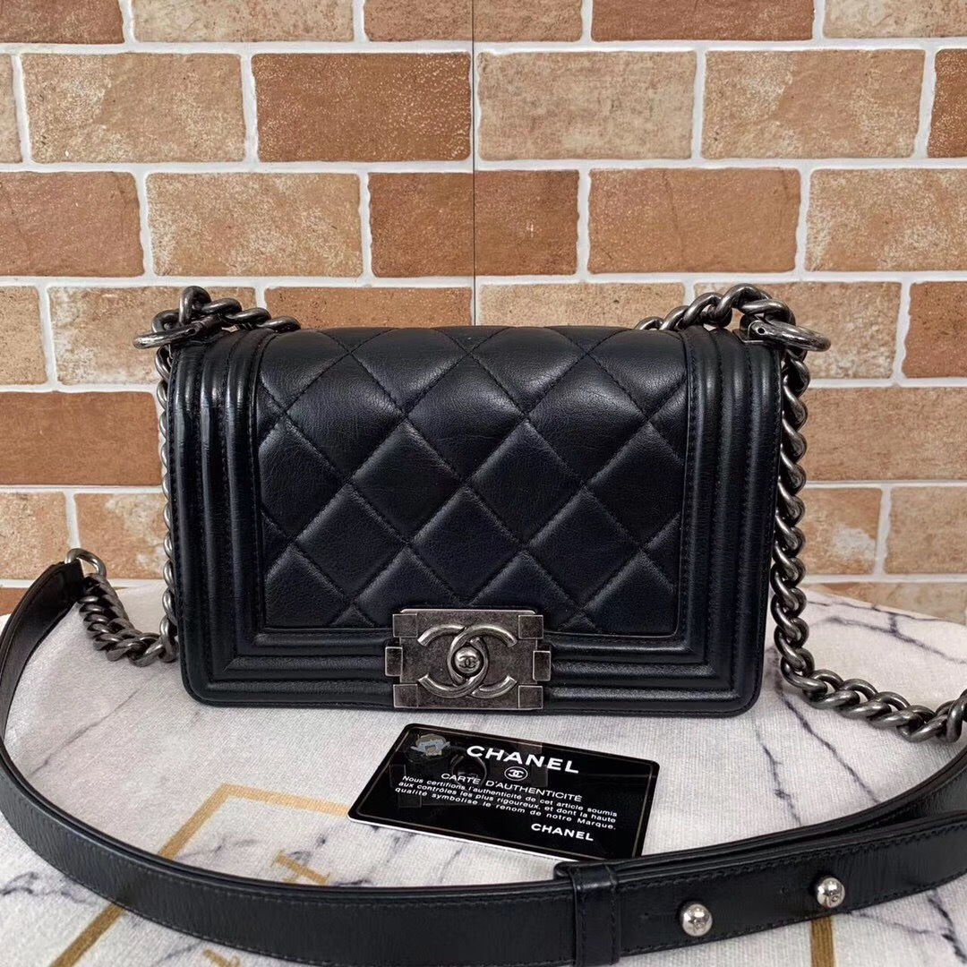 85366e4acd4e 100% AUTHENTIC CHANEL BLACK QUILTED LAMBSKIN SMALL BOY FLAP BAG RHW ...