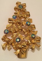 Signed Avon gold plated Christmas tree pin with bows and crystals - $13.15