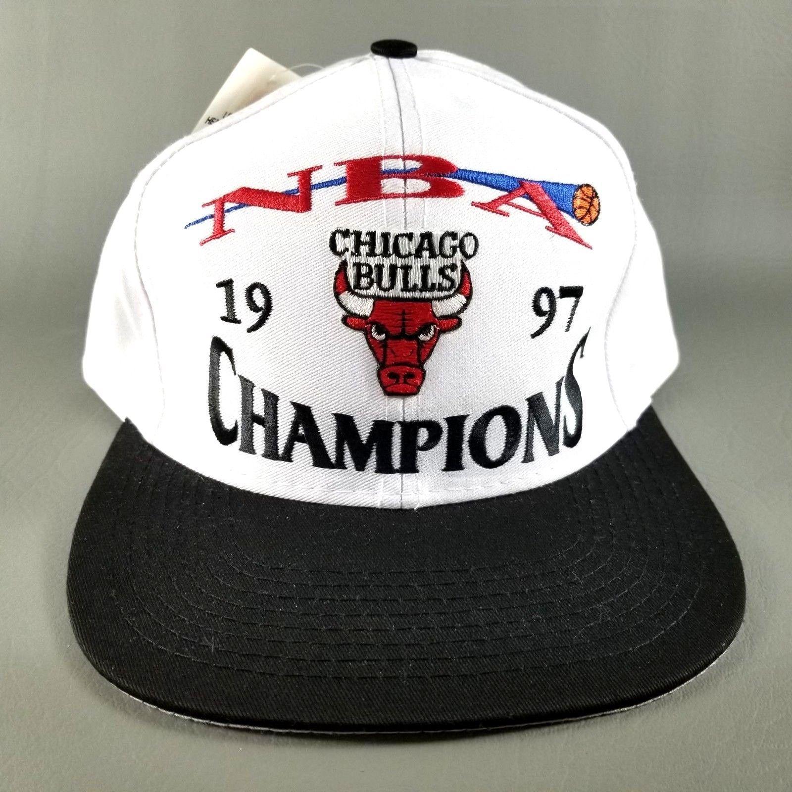 407f474cbea VTG NWT Logo 7 Chicago Bulls 1997 NBA World Champions Snapback Hat Cap White