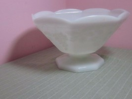"""Anchor Hocking Milk Glass Pedestal Bowl Grapes Leaves Octagon Footed 9""""d... - $9.99"""