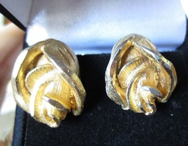 Vintage Gold-Tone Rose Bud Mid Century Modern Statement Clip On Earrings - $14.99