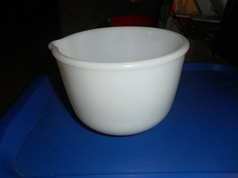 VTG WHITE FIRE KING FOR SUNBEAM  MIXING BOWL W POUR SPOUT MILK GLASS #10... - $23.26