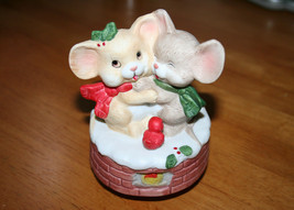 Christmas Music Box of Festive Mouse Hugging on Top of Fire Place Rotati... - $12.99