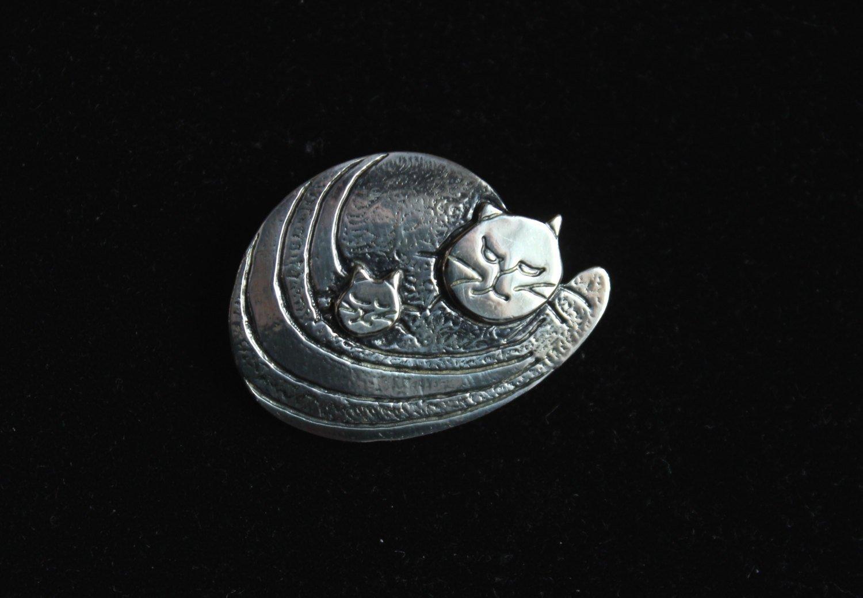 Vintage Darveau cat brooch silver plated pewter Canadian designer signed  1970s