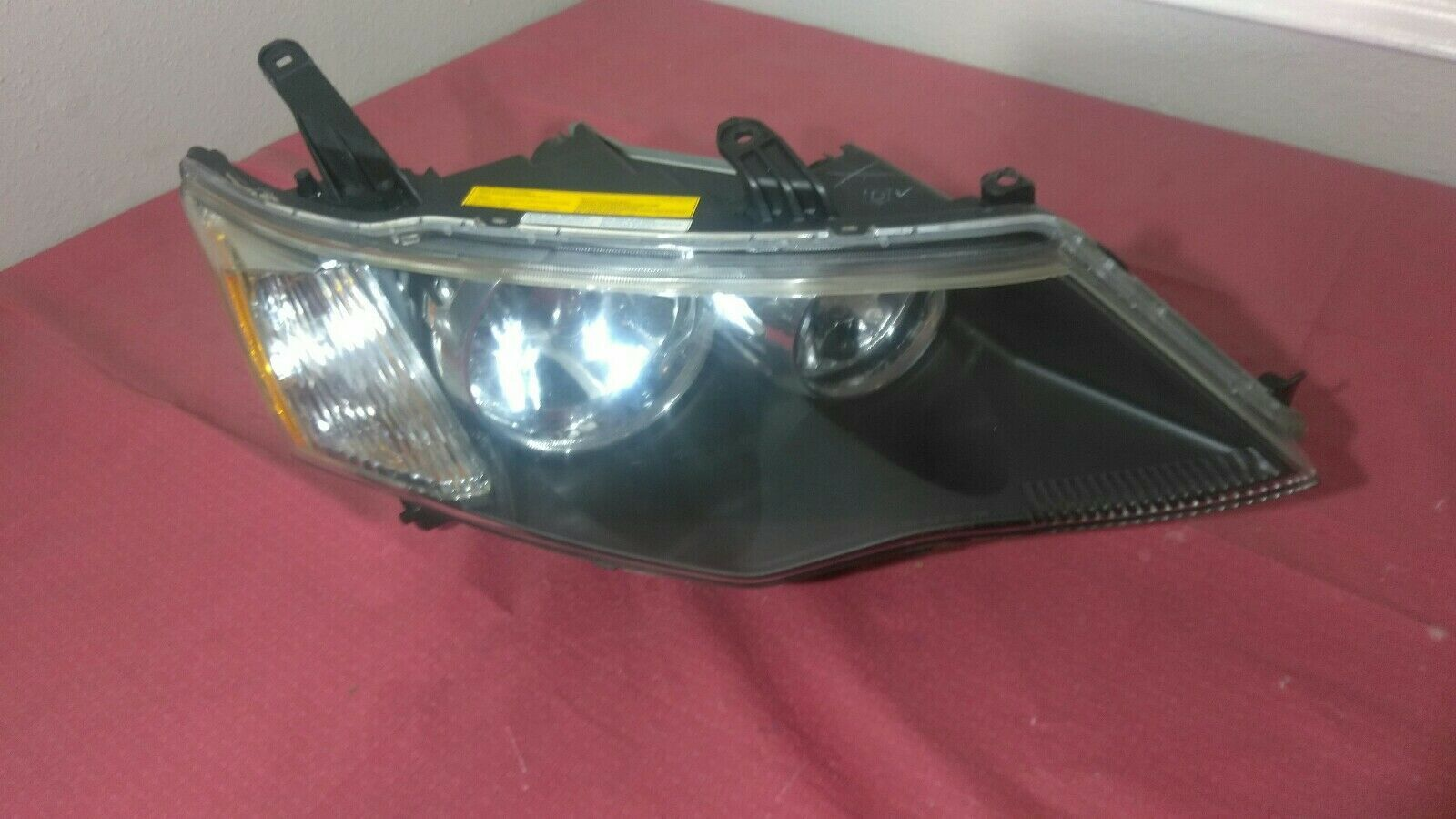 Primary image for 2007 2008 2009 MITSUBISHI OUTLANDER RIGHT PASSENGER HEADLIGHT XENON HID OEM