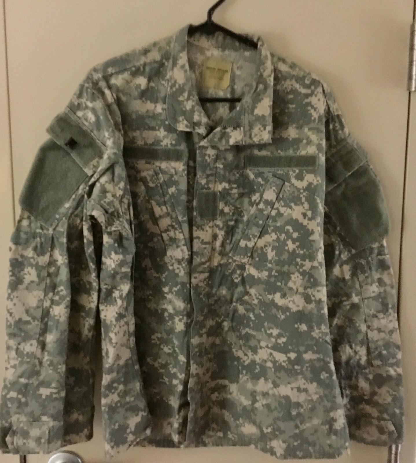 (Preowned) Army Used ACU  Top /Coat-Medium Regular