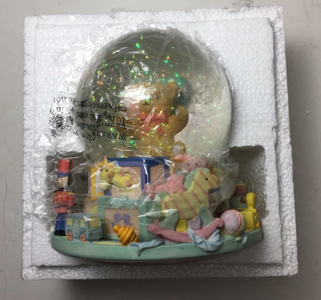"NEW San Francisco Music Box Company ""TOYLAND"" w/ Teddy Bear 7"" Musical Globe image 3"