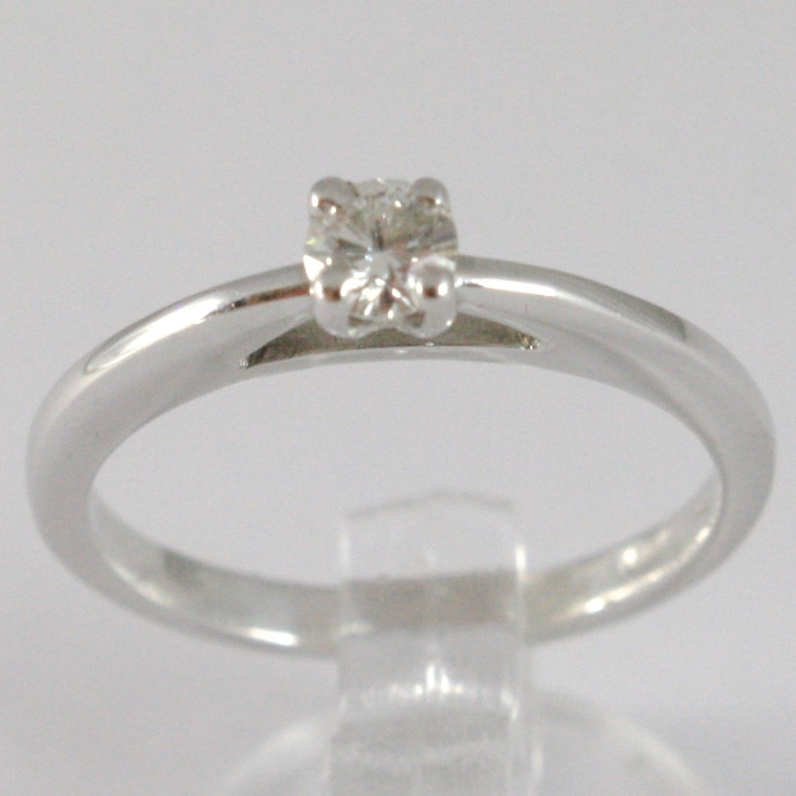 WHITE GOLD RING 750 18K, SOLITAIRE, BEZEL SETTING RAISED, DIAMOND CARAT 0.20
