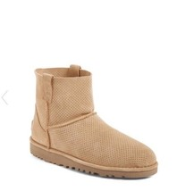 NIB Ugg Classic Unlined Mini Perforated Leather Boot Size 7 - $1.664,15 MXN