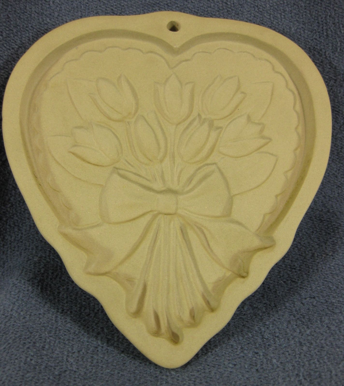 Brown Bag Cookie Art Heart with Tulip Bouquet Mold Hill Design 1989 - $17.95
