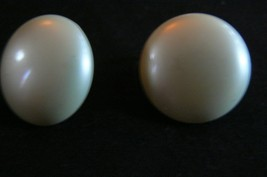 Vintage Marvella Goldtone Large Round Faux Off White Pearl Clip On Earrings - $8.90