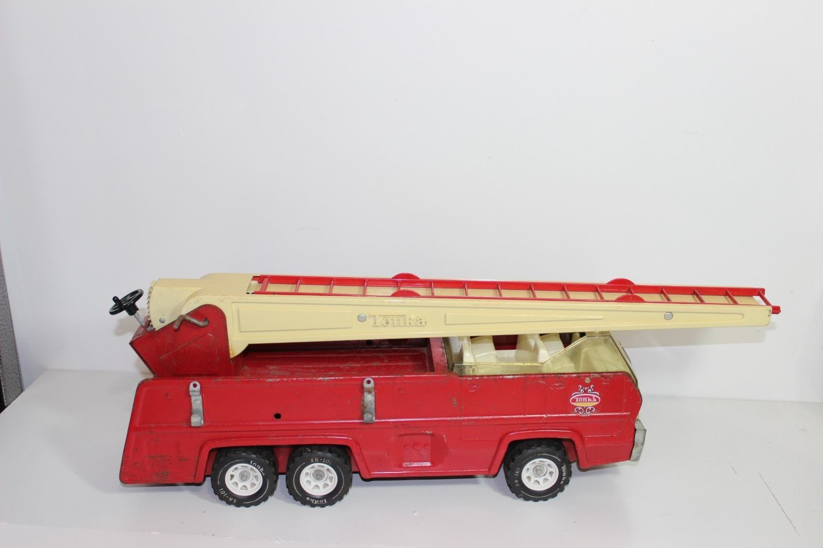 """Vintage TONKA 25"""" Aerial Ladder Fire Truck 1970's Die Cast Red Metal and Plastic - $69.25"""