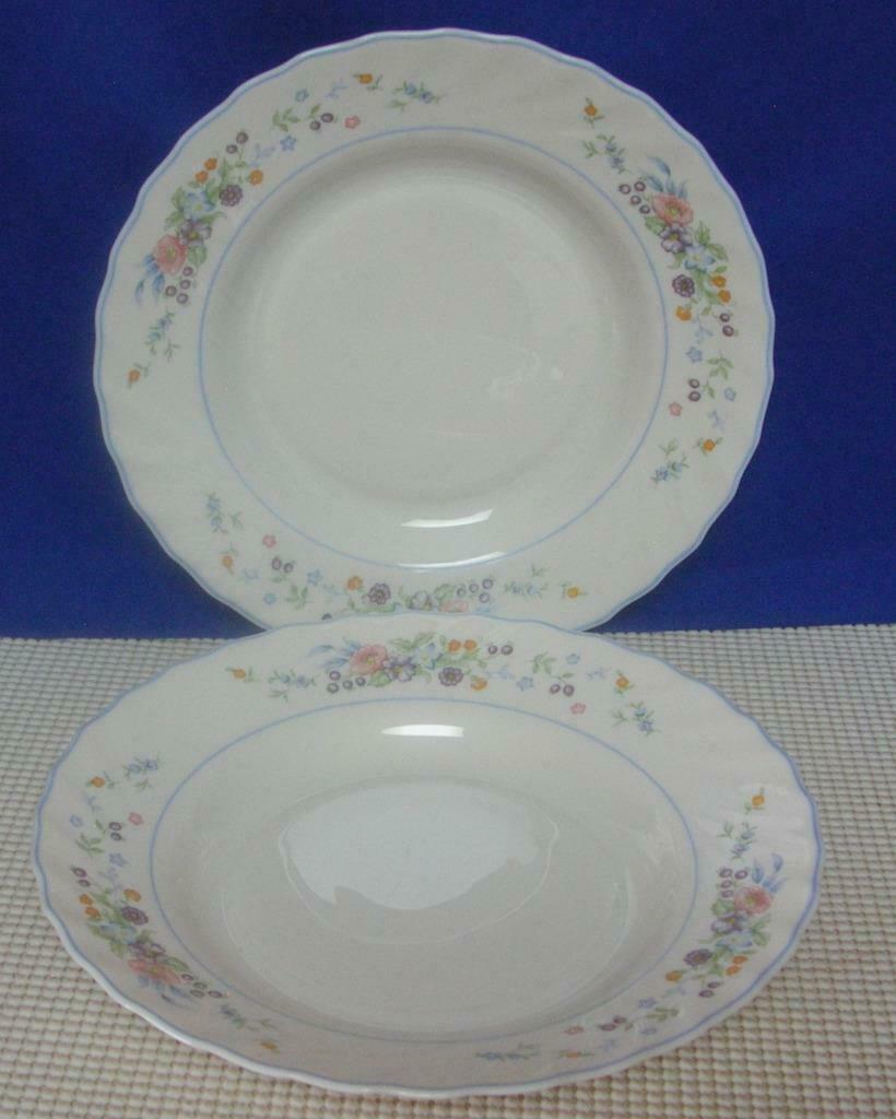 "Primary image for Lot of 2 Arcopal VICTORIA 9"" Rimmed Soup Bowls Made in France Swirl Edge EUC"