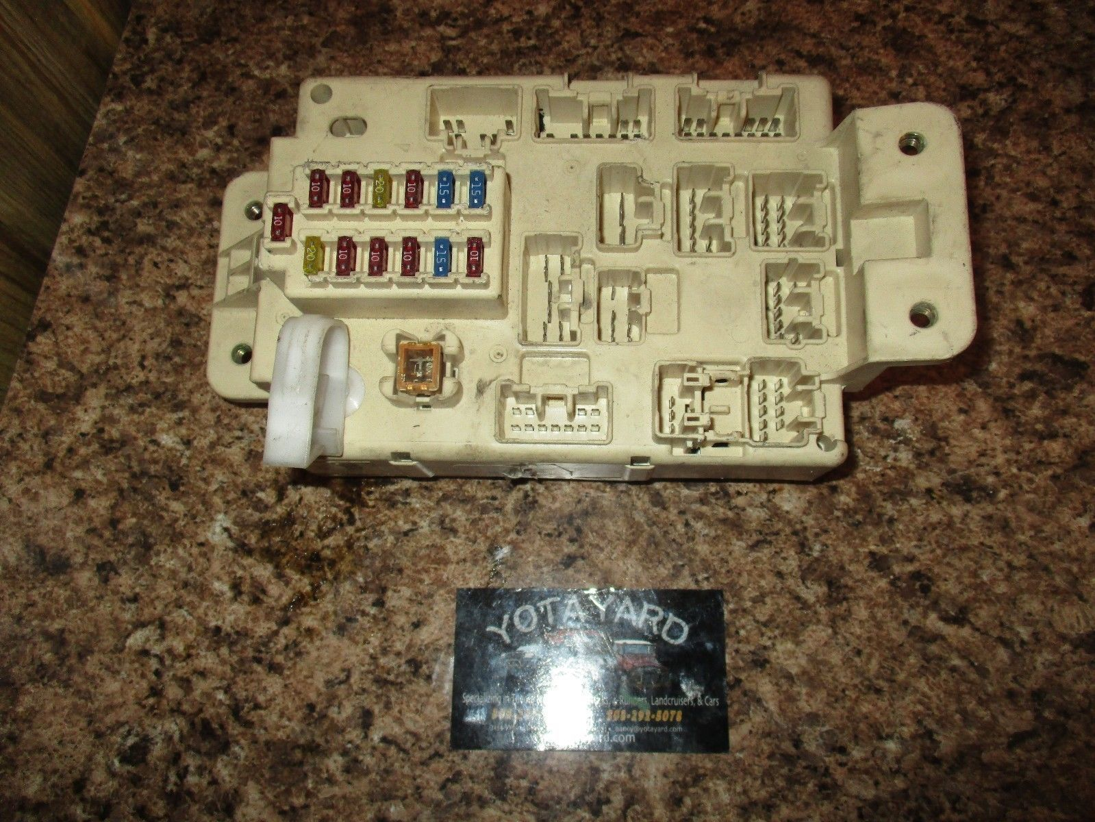 96 97 TOYOTA RAV4 ENGINE COMPARTMENT FUSE BOX BLOCK YOTA YARD - $44.55