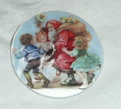 Cute Santa w/ Sack of Toys & Children MOP Mother of Pearl Shank Button 1... - $11.87
