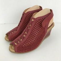 Earth Calla Red Leather Laser Cut Sandals NIB Size 8M - $43.54