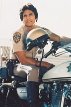 Erik Estrada Officer Francis Llewellyn 'Ponch' Poncherello Chips 18x24 Poster - $23.99