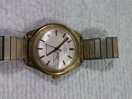 Vintage 1978 Automatic Timex Day Date Watch RUNS - $24.74