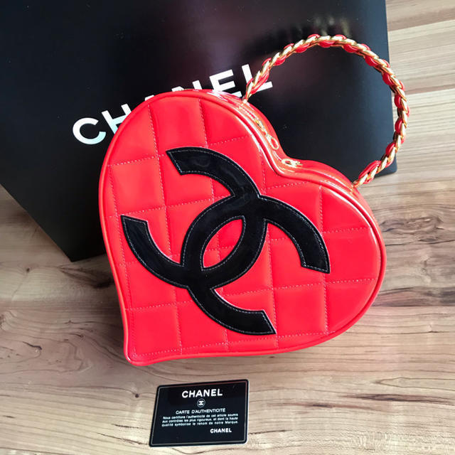 ff74dae3feca 57. 57. Previous. CHANEL Heart Vanity Hand Bag Pouch Red Coco mark Enamel Leather  Woman Auth Rare. CHANEL Heart Vanity ...