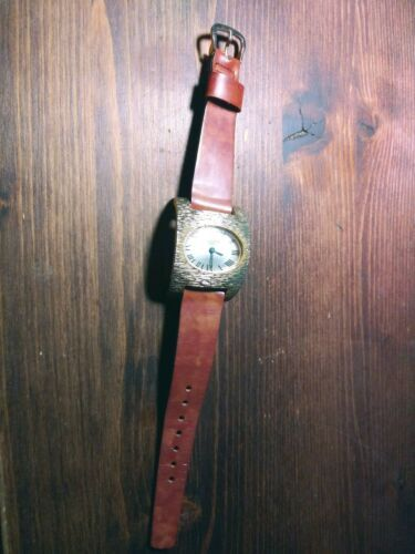 Vintage La Montre Womens Quartz Watch.