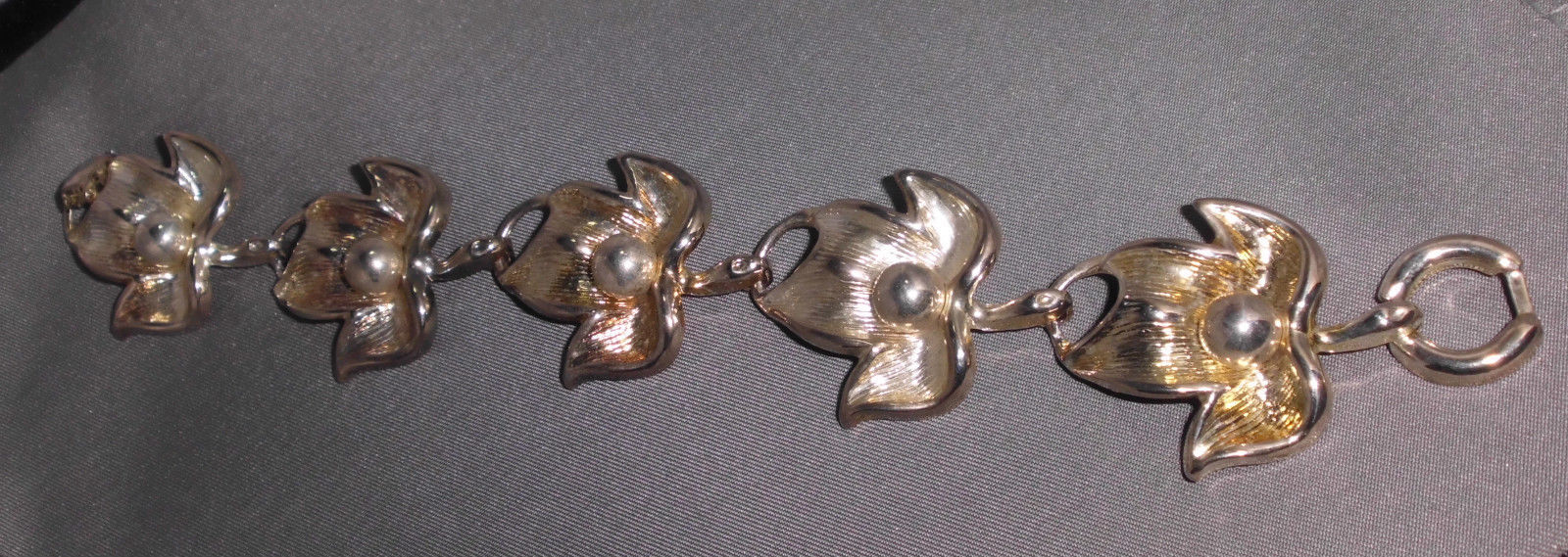 VTG Beautiful Abstract Silver Tone Leaf Bracelet