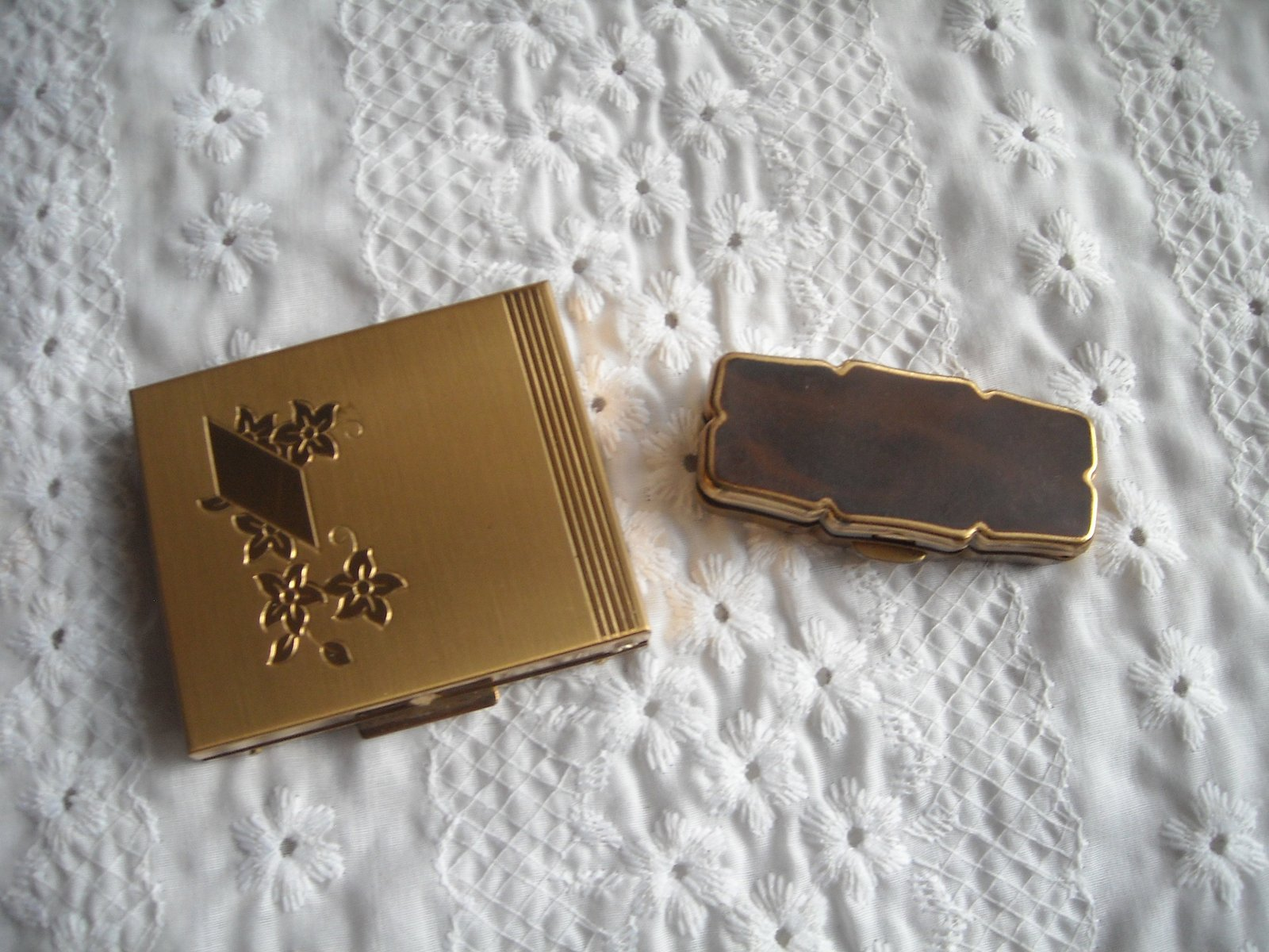 Vintage Stratton Rouge Compact Brown Top & Powder Compact USA Both Gold Tone 2