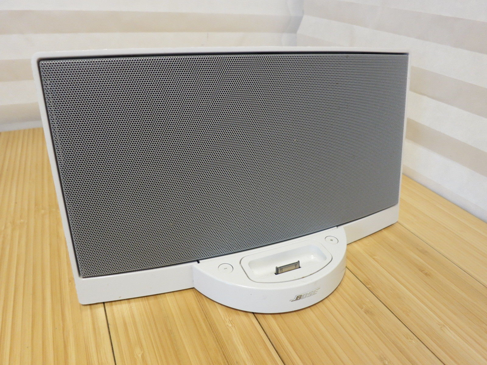 BOSE Sound Dock Portable Digital Music and 50 similar items