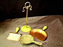 Crumb Catcher- Broom -Pan - Stand with cast-iron Skillet Replica  AA-191734  Vin image 2