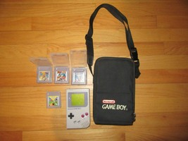 9X/VINTAGE Game BOY/CASE/4 GAMES/CONSOLE Powers On But Does Not Work! - $59.35