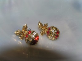 Estate Avon Signed Dainty Goldtone with Red White Rhinestone Christmas O... - $8.59