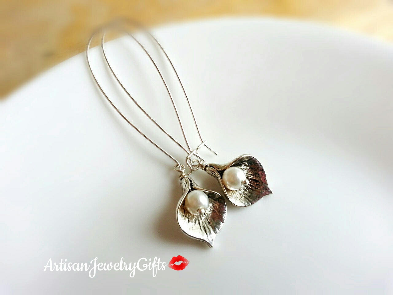 Small silver calla lily earrings pearl earrings da