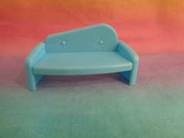 2009 Mattel Polly Pocket Dollhouse Blue Sofa - $1.93