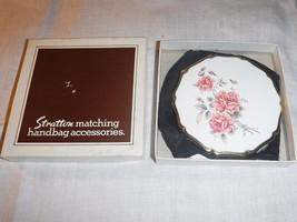 RXQUISITE VINTAGE BOXED STRATTON ART DECO SHAPE ENAMEL WHITE WITH PINK R... - $36.50